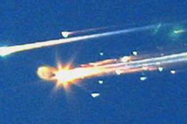 Horiace zvyšky raketoplánu.