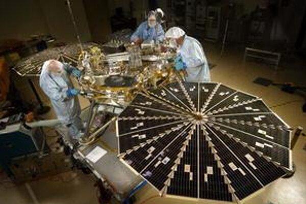 Sondu vypustili na cestu k Marsu v roku 2006, v máji tohto roku pristála na planéte.