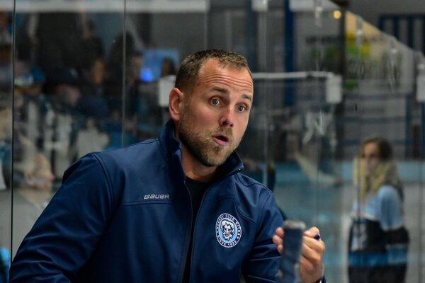Tréner HK Nitra Andrej Kmeč.