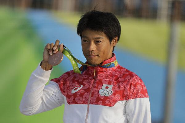 Takuja Haneda s bronzovou medailou na olympiáde v Rio de Janeiro.