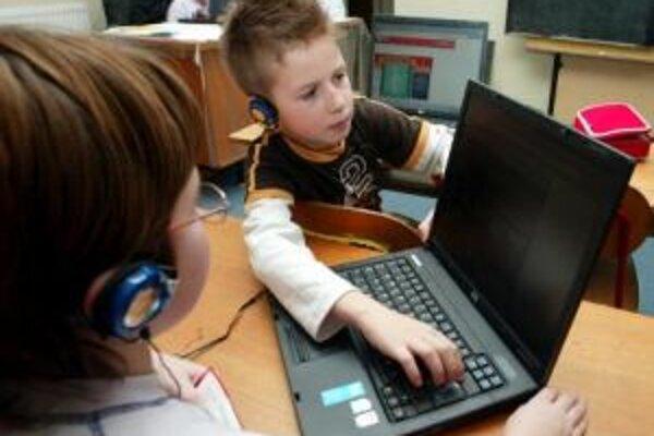 Podľa prieskumu Inštitútu pre verejné otázky digitálna gramotnosť Slovákov v porovnaní s rokom 2005 vzrástla.