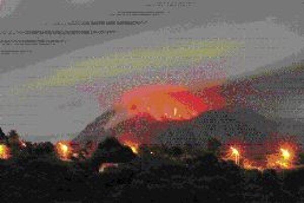 Nevyspytateľná činnosť vulkánov priťahuje pozornosť geológov už dlho. Tento je na ostrove Montserrat v Karibiku.