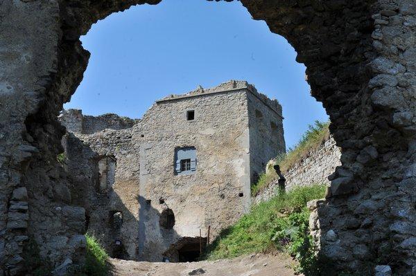 lietavsky-hrad-tasr_r3926_res.jpg