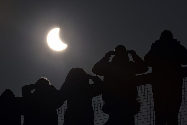 britain_europe_solar_eclipse-223c9f9c09e_r9161-r30-st.ir3-_t600.jpeg