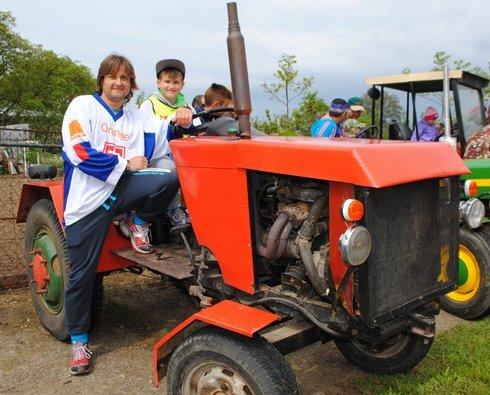 miko_traktor-otec-syn2_120515__res.jpg