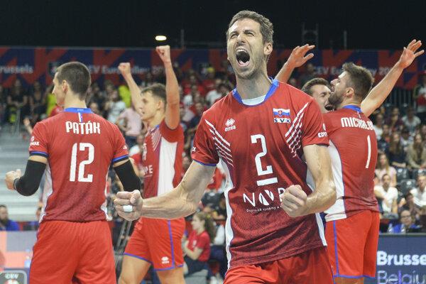 Radosť slovenských volejbalistov po výhre 3:1 nad Rakúskom v B-skupine ME 2019.
