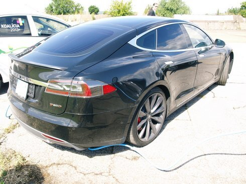 elektromobil---tesla-s-p85d_r4791_res.jpg