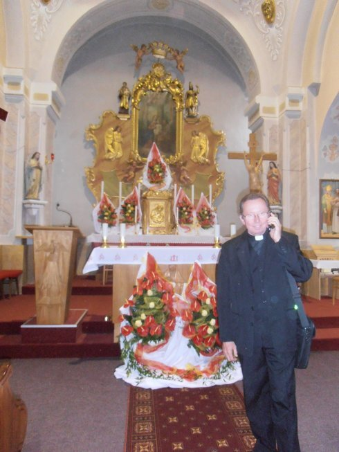 pavel-flajzik-v-nasom-kostole-telefonuje_r7321_res.jpg