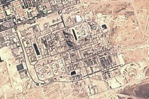 Satelitný záber saudských ropných zariadení Saudi Aramco.