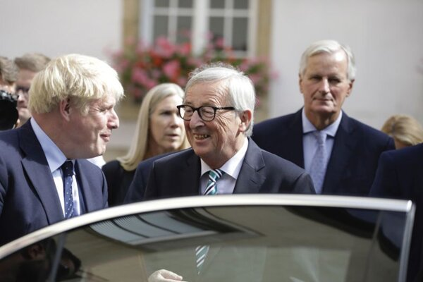 Britský premiér Boris Johnson a predseda Európskej komisie Jean-Claude Juncker v Luxemburgu.
