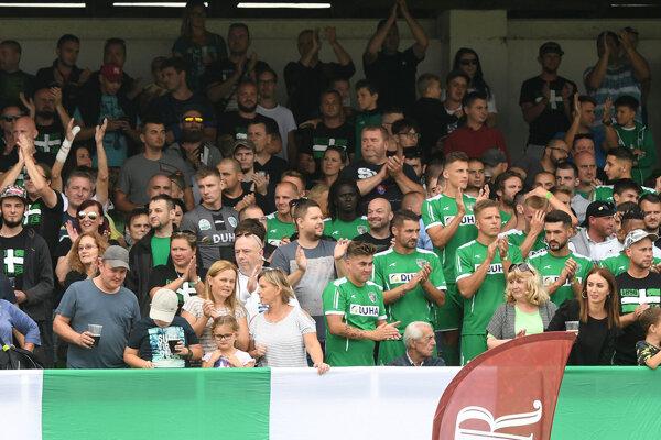 Hráči a fanúšikovia Tatrana.