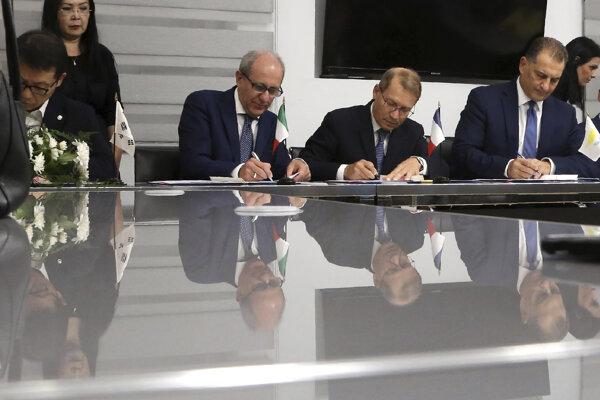 Minister spresnil, že obe spoločnosti majú rovnaký podiel v novom bloku.
