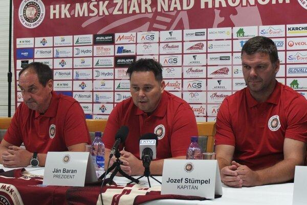 Jozef Stümpel (vpravo) v žiarskych farbách.