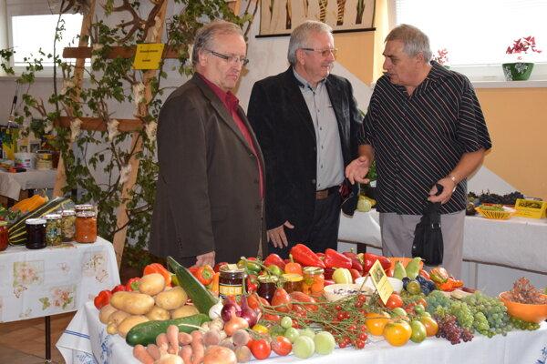 Výstava ovocia, kvetov a zeleniny.