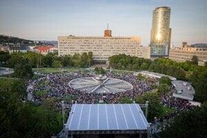 Zhromaždenie organizované iniciatívou Za slušné Slovensko: Nezabudneme. Pokračujeme. 20. septembra 2019 na Námestí Slobody v Bratislave.