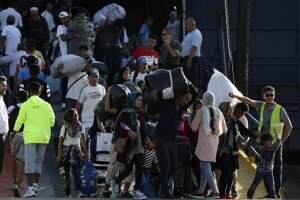 Na ostrove Lesbos výrazne narástol počet migrantov.