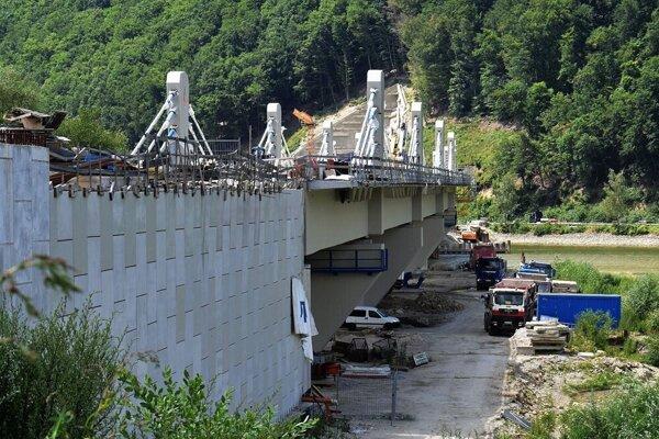 Z výstavby železničného mosta, ktorý pôjde nad Nosickou priehradou.