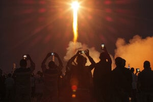 Na Medzinárodnú vesmíru stanicu odletela z Kazachstanu nová trojčlenná posádka.