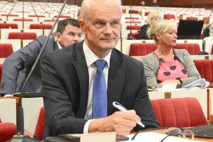 Poslanec Ján Jakubov zo Smeru nešetril kritikou voči návrhu mesta Košice o prevzatí cintorínov pod správu mestského podniku.