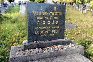 Maliar Ľudovít Feld je taktiež pochovaný na košickom Verejnom cintoríne.