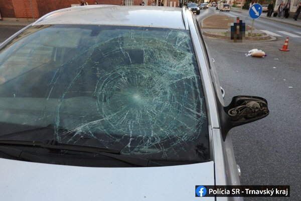 Vodič zrazil tri chodkyne.