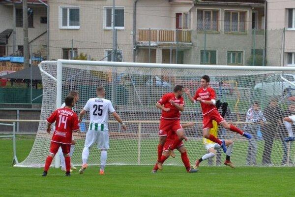 Domaniža (v červenom) hral v Jaslovských Bohuniciach.