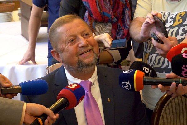 Harabin po tlačovke, na ktorej oznámil vstup do politiky.