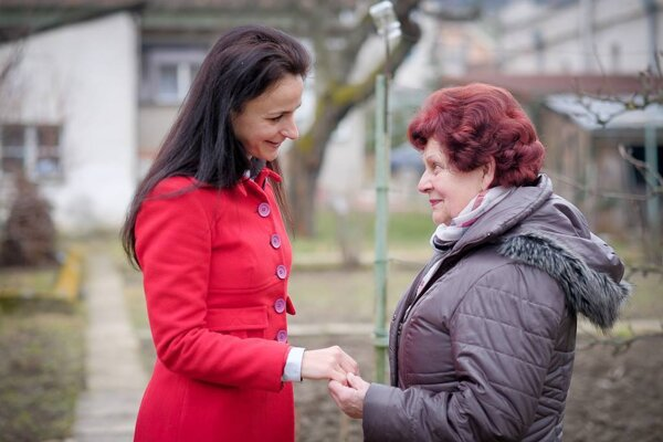 Janu Danišovú inšpirovala k pomoci seniorom jej babka Anka, ktorá napriek vyššiemu veku často navštevovala svojich rovesníkov.