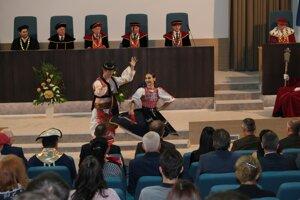 Vystúpenie vysokoškolského folklórneho súboru Poľana.