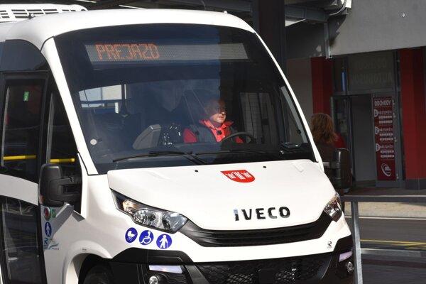 Takéto autobusy jazdia už na niektorých linkách v Považskej Bystrici.