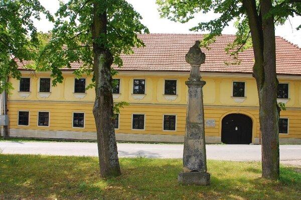 Prvá budova gymnázia v Kláštore pod Znievom.