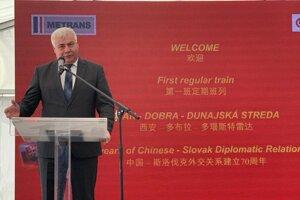 Minister Érsek počas príhovoru v rámci slávnostného privítania prvého nákladného vlaku z čínskeho Xianu na termináli spoločnosti Metrans v Dunajskej Strede.