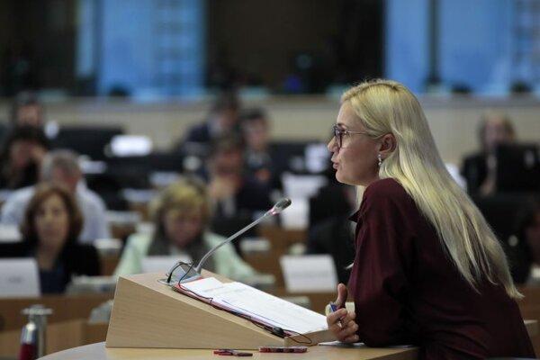 Kadri Simsonová je poverená riadením sektoru energetiky. Odpovedá europoslancom v priebehu híringu.