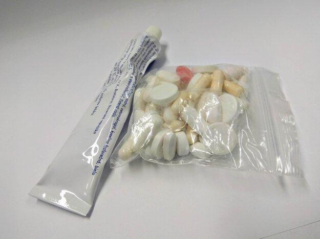 Nespotrebované lieky odovzdajte do lekárne. Plastové a papierové obaly vyhoďte do kontajnerov na triedený odpad.