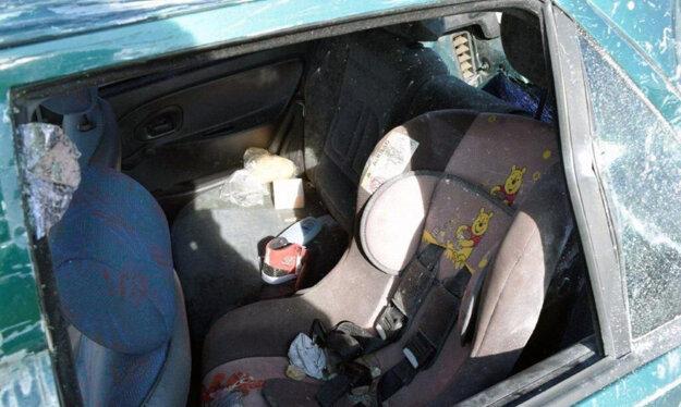 Dvadsaťsedemročná vodička Citroënu Saxo sa otočila za svojim synom, ktorý sedel vzadu pripútaný v autosedačke.