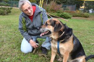 Dôchodkyňa Eva Regimonová využila kastračnú akciu a sučka Elza je už tri týždne po operácii.