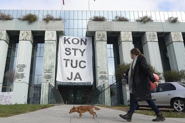 Ovládnuť najvyšší súd sa zatiaľ poľskej vláde nepodarilo.