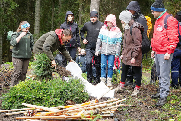 Akcia sadenia stromčekov v Roháčoch mala úspech napriek zlému počasiu.