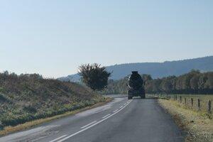V tomto úseku, za obcou Vrbov dochádza často k dopravným nehodám.