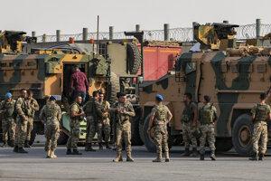 Tureckí vojaci na hraniciach so Sýriou.