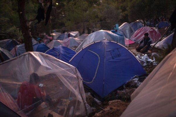 Preplnený utečenecký tábor Vathi.