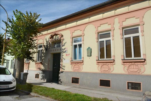 Sochár venoval vilu mestskej časti aby slúžila výtvarníkom. Napriek tomu ju chceli poslanci pred tromi rokmi predať.