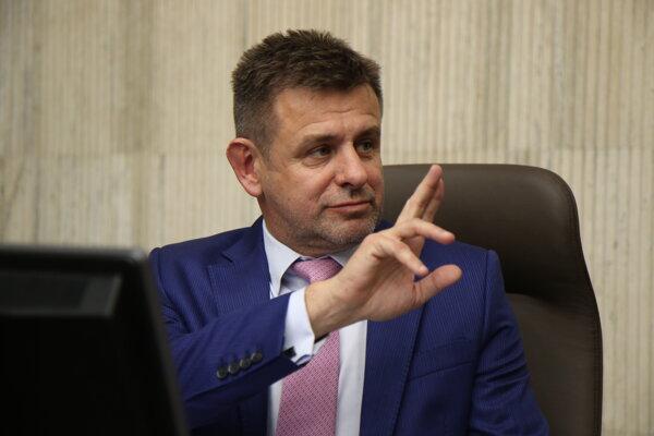 Minister životného prostredia László Sólymos (Most-Híd).