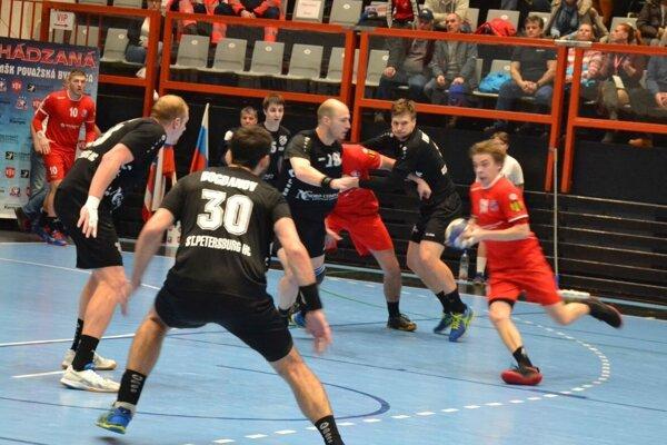 Považská Bystrica (v červenom) vlani v Challenge cupe hrala s Petrohradom.