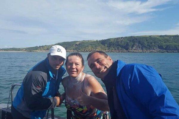 Zuzana Jusková po preplávaní kanála La Manche. Na budúci rok sa tam chystá opäť.