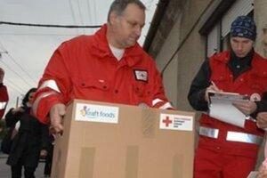 Distribúciu balíčkov zabezpečuje aj Slovenský Červený kríž.