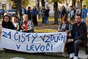 Levočania v uliciach protestovali za čistý vzduch v meste.