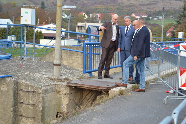 Župan na moste v Strážskom.