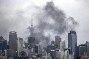 Panoráma obchodného centra zahalená dymom 22. októbra 2019 v Aucklande.