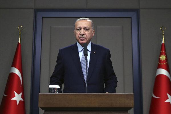Erdogan odmieta výzvy na predĺženie prímeria, hrozí pokračovaním bojov